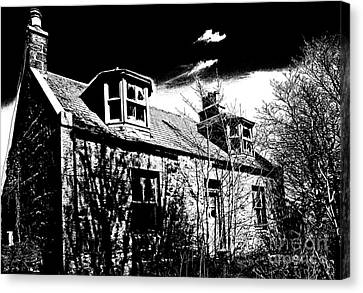 Old Scottish Farmhouse Canvas Print by Liz  Alderdice