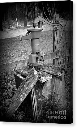 Old Water Pump Bw Canvas Print