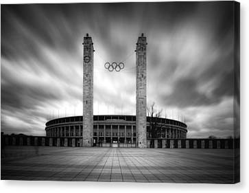 Canvas Print - Olympia by Marc Huebner
