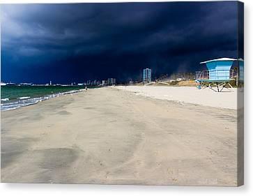 Ominous Sky Over Long Beach Canvas Print by Heidi Smith