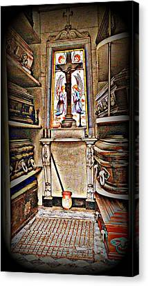 Open Tomb Structure In Buenos Aires Canvas Print by John Potts