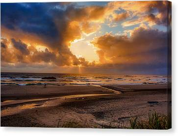 Canvas Print featuring the photograph Oregon Sunset by Dennis Bucklin