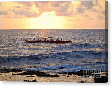 Outrigger Canoe At Sunset In Kailua Kona Canvas Print