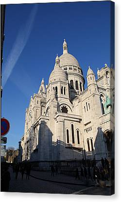 Outside The Basilica Of The Sacred Heart Of Paris - Sacre Coeur - Paris France - 01133 Canvas Print by DC Photographer
