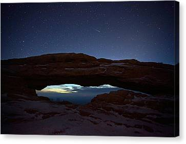 Canvas Print featuring the photograph Over The Arch by David Andersen