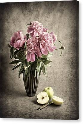 Paeony And Apples Canvas Print by Jitka Unverdorben