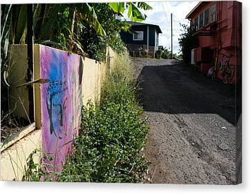 Paia Alleyway Canvas Print by Matt Radcliffe