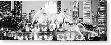 Panoramic Picture Of Chicago Buckingham Fountain  Canvas Print by Paul Velgos
