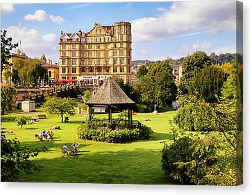 Canvas Print featuring the photograph Parade Gardens Bath by Michael Hope