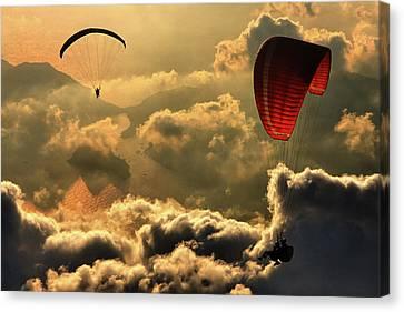 Paragliding 2 Canvas Print by Yavuz Sariyildiz