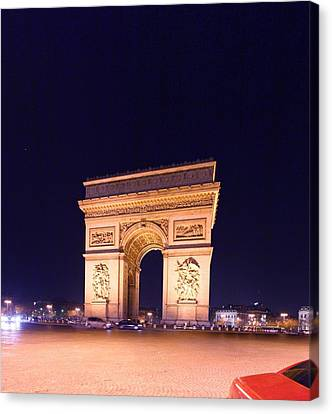 Paris France - Arc De Triomphe - 01131 Canvas Print by DC Photographer
