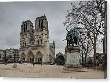 Paris France - Notre Dame De Paris - 011314 Canvas Print by DC Photographer