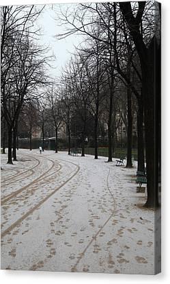 Paris France - Street Scenes - 011325 Canvas Print by DC Photographer