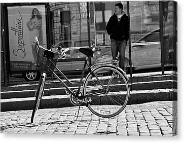 Parked Canvas Print by Frederico Borges