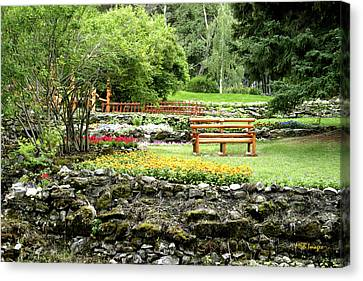 Canvas Print featuring the photograph Peaceful Garden by Margaret Buchanan