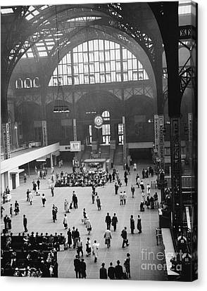Penn Station Nyc 1957 Canvas Print