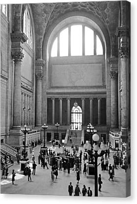 Pennsylvania Station Interior Canvas Print by Underwood Archives