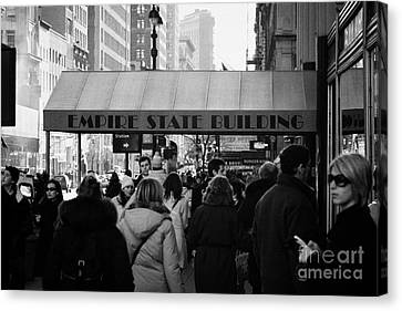 People On The Sidewalk Beneath The Entrance To The Empire State Building On Fifth Avenue New York Canvas Print by Joe Fox