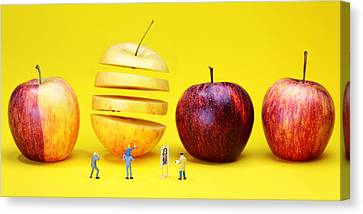 People Watching The Red Apples Canvas Print by Paul Ge