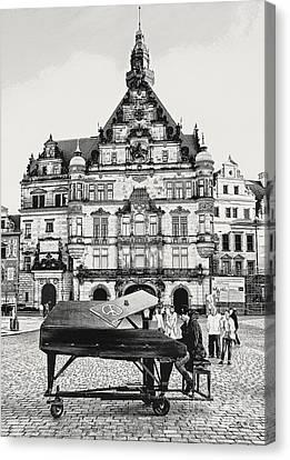 Pianist In Town Canvas Print by Jutta Maria Pusl