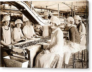 Picture 12 - New - Lucy And Ethel On The Candy Line Canvas Print