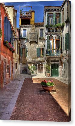 Canvas Print featuring the photograph Picturesque Alley by Uri Baruch