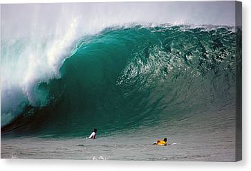 Pipeline Wave Hawaii Canvas Print by Kevin Smith