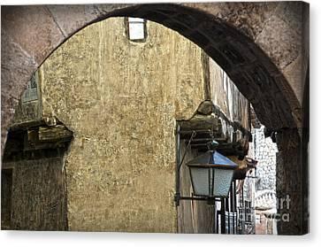 Portal De Molina And Casa De La Julianeta Canvas Print by RicardMN Photography