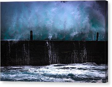 Canvas Print featuring the photograph Powerful by Edgar Laureano