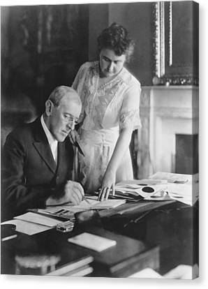 President And Mrs. Woodrow Wilson Canvas Print by Underwood Archives