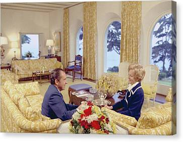 President And Pat Nixon Sitting Canvas Print by Everett