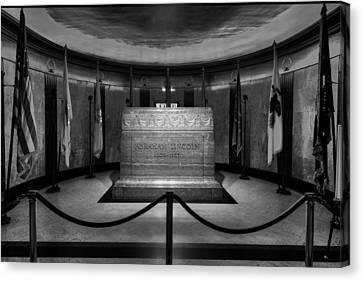 President Lincoln Tomb B W Canvas Print by Steve Gadomski