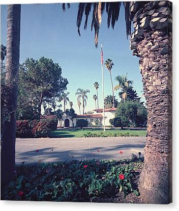 President Nixons Home In San Clemente Canvas Print by Everett