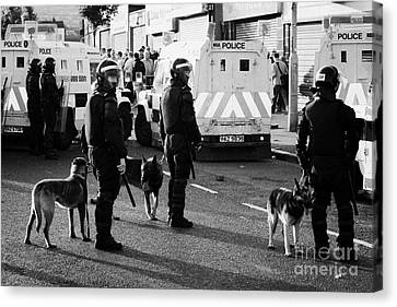 Psni Dog Handlers In Riot Gear And Dogs On Crumlin Road At Ardoyne Shops Belfast 12th July Canvas Print