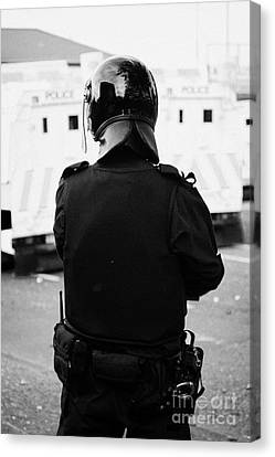 Psni Officer In Riot Gear On Crumlin Road At Ardoyne Shops Belfast 12th July Canvas Print