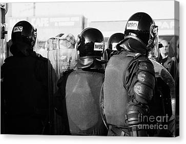 Psni Officers In Riot Gear With Crowd On Crumlin Road At Ardoyne Shops Belfast 12th July Canvas Print