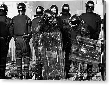 Psni Riot Officers Tend To Injured Colleague During Riot On Crumlin Road At Ardoyne Shops Belfast 12 Canvas Print