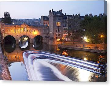 Pulteney Bridge And Weir Bath Canvas Print by Colin and Linda McKie