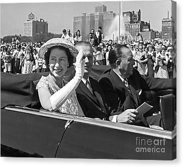 Queen Elizabeth In Chicago 1959 Canvas Print