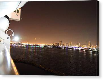Queen Mary - 121235 Canvas Print by DC Photographer