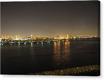 Queen Mary - 121238 Canvas Print by DC Photographer
