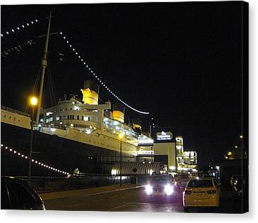 Queen Mary - 12127 Canvas Print by DC Photographer