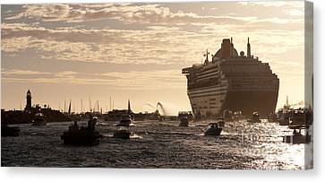 Queen Mary 2 Leaving Port 01 Canvas Print by Rick Piper Photography