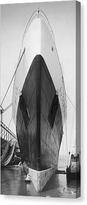 Queen Mary Docked In Ny Canvas Print