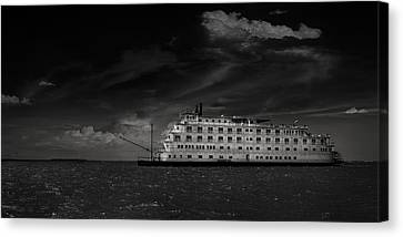 Canvas Print - Queen Of The Mississippi  by Mario Celzner