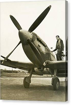 Raf Pilot With Spitfire Plane Canvas Print by Underwood Archives