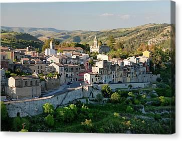 Ragusa, Sicily, Italy Canvas Print by Peter Adams
