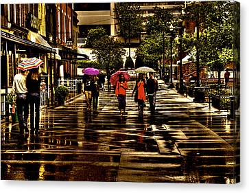 Rain In Market Square - Knoxville Tennessee Canvas Print by David Patterson