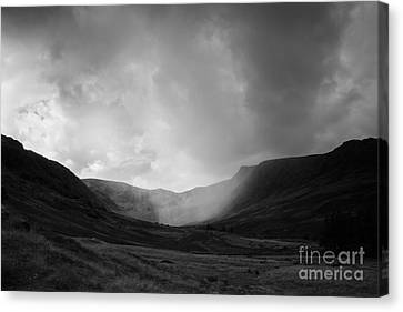 Rain In Riggindale Canvas Print