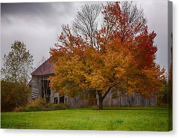 Canvas Print featuring the photograph Rainbow Of Color In Front Of Nh Barn by Jeff Folger